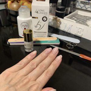 Jak w domu samodzielnie usunąć lakier hybrydowy z paznokci?
